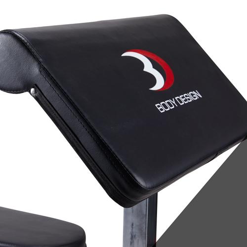 カールベンチ:アームパッドは耐久性に優れた大き目のウレタンを採用。