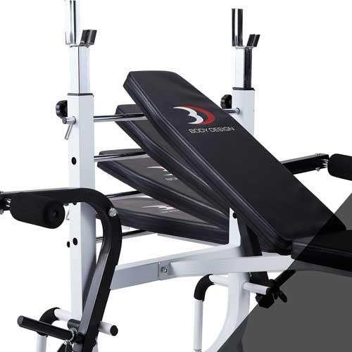 バックシートはフラットから4段階調節可能。