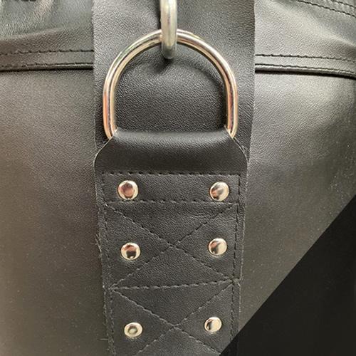 サンドバッグ:チェーン取付部には裏張りや硬質リベットを使用